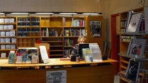 Lånedisken vid Lovisa huvudbibliotek