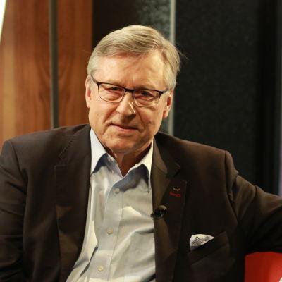 Pertti Salolainen.