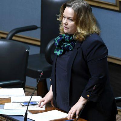 Krista Kiuru har taltur i riksdagen.