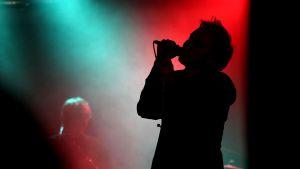 En sångare på scen