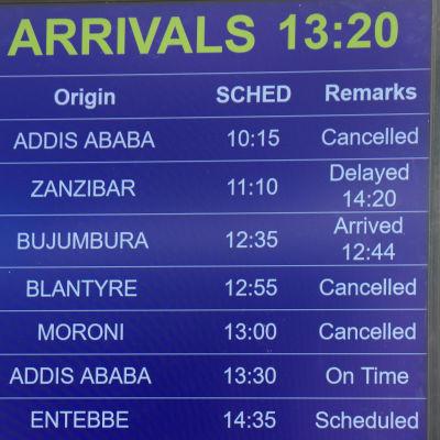 En skylt med flyginformation visar att flyg ET 302 är inställt.