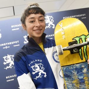 Lizzie Armanto representerar Finland i skateboarding.