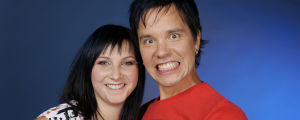Musiikki-tv juontajat Laura Vähähyyppä ja Erno Kulmala vuonna 2008.