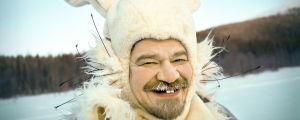 Lähikuva M.A. Nummisesta Gommi-jäniksenä
