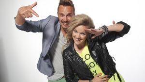 Programledarna Anna-Karin Siegfrids och Jonathan Granbacka
