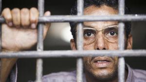 Lain ulkopuolella (Hors-la-loi) Kuvassa Abdelkader (Sami Bouajila). Yle kuvapalvelu.