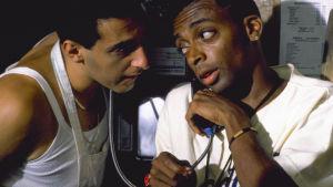 Do the Right Thing, 1989. Kuvassa John Turturro ja Spike Lee.