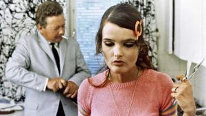 Kristiina Halkola ja Lasse Pöysti elokuvassa Punahilkka (1968).
