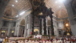 Påven håller påskmässa.