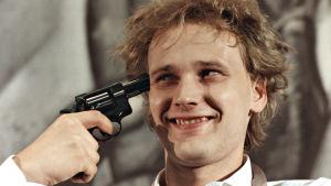 Heikki Salomaa on abiturientti Ile elokuvassa Apinan vuosi (1983).