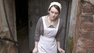 Sophie McShera som Daisy i Downton Abbey.