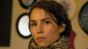 Sovinto (Svinalängorna), elokuva vuodelta 2010. Kuvassa Noomi Rapace.