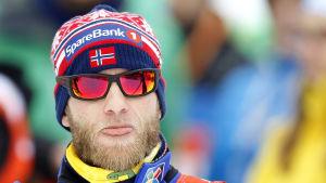 Martim Johnsrud Sundby sträcker ut tungan.