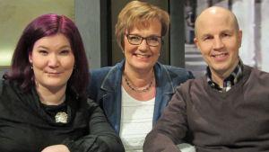 Joanna Tervonen, toimittaja Hilla Blomberg (kesk.) ja Petri Pynnönen
