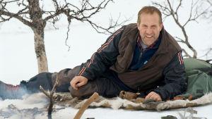 Klemens (Peter Stormare) puolustaa perinteistä elämäntapaa Ruotsin tunturimaisemissa.
