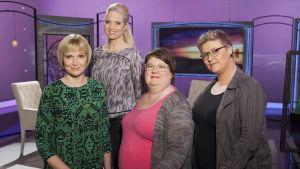Laihduttamisen pakkomielteestä keskustelemassa toimittaja Sari Valton kanssa Raisa Omaheimo, Saara Särmä ja Pippa Laukka.