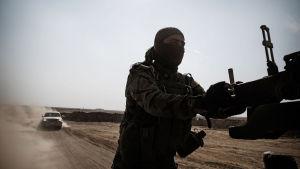Niklas Meltio kuvasi kurdisotilaita Irakissa etulinjassa.