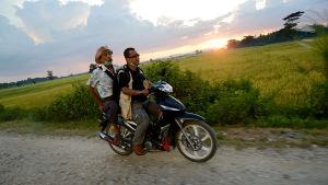 Päätoimittaja Aye Chan Naing palaa seuraamaan vaaleja Myanmariin, maahan josta joutui pakenemaan henkensä uhalla.