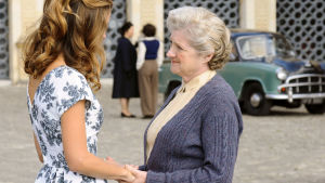 Neiti Marple on Agatha Christien salapoliisiromaanien ihastuttava etsivä. Pääroolissa nähdään Julia McKenzie.