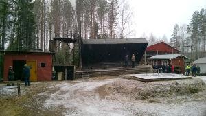 Det finns bara några stycken kommersiella tjärdalar i Finland, Hautaterva i Häkkilä är en av dem