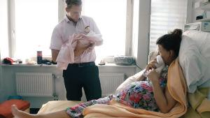 Föräldrar på förlossningssjukhuset.