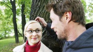 Antti (Antti Reini)ja Niina (Elina Aalto) tv-elokuvassa Pieni rakkaustarina