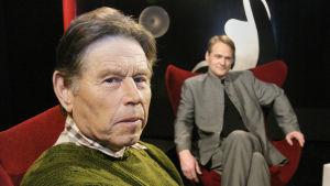 Pentti Linkola ja toimittaja Timo Seppänen (2004).