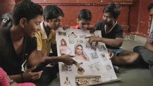 Miehen malli -elokuva kertoo järjestöstä, joka haluaa vaikuttaa nuoriin poikiin, jotta he kohtelisivat tyttöjä ja naisia vertaisinaan.