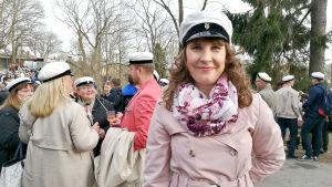 Maria Nylund bland andra förstmajfirare på Vårdberget i Åbo