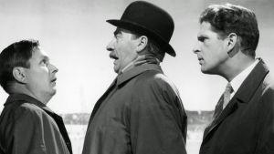 Leo Jokela (etsivä Kokki), Joel Rinne (komisario Palmu) ja Matti Ranin (ensimmäisen ryhmän päällikkö). Kuva elokuvasta Tähdet kertovat, komisario Palmu.
