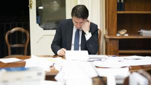 Premiärminister Giuseppe conte under regeringens krismöte den 8 mars 2020.