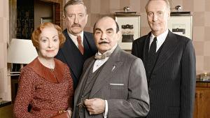 Salaliittoa ja poliittista selkkausta ratkovat neiti Lemon (Pauline Moran), ylikomisario Japp (Philip Jackson), Hercule Poirot (David Suchet) ja kapteeni Hastings (Hugh Fraser).