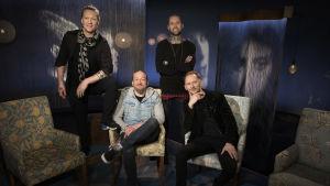 Duudsonit eli Jukka Hildén, Jarppi Leppälä, HP Parviainen ja Jarno Laasala Mediapoliksen studiossa Tampereella Anne Flinkkilän haastattelussa.