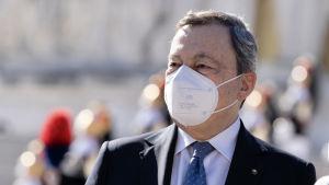Italiens premiärminister Mario Draghi fotograferad i samband med den 76:e årsdagens sedan Italien befriades från nazismen.