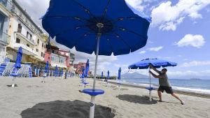 Badstranden Bagno Elena i Neapel öppnas upp under veckoslutet med strikta coronaregler.