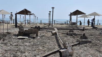 En simstrand nära staden Catania på Sicilien som skadats av terrängbrand.