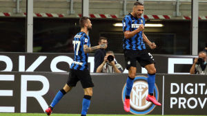Danilo D'Ambrosio jublar efter ett mål.