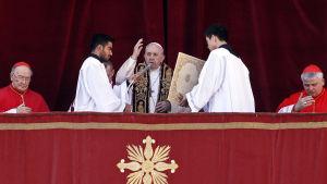 Påven Franciskus framförde sin traditionella välsignelse Urbi et Orbi på juldagen.