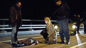 Sofia Helin som Saga Norén på brottsplatsen i tv-serien Bron.