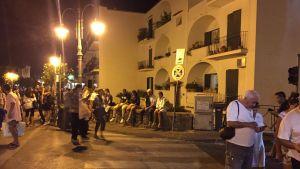 Folk flydde ut på gatorna när skalvet slog till strax före klockan nio igår kväll