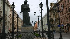 Nikolai Gogolin patsas Pietarissa.