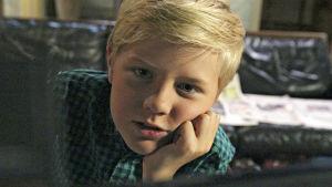 Robin Wegelius i rollen som Tommy i dramaserien Tommys supersoffa.