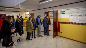 Valdeltagandet var rekordhögt i Emiliia Romagna. Hela 68 procent deltog i valet jämfört med 37 procent i det förra valet år 2014.
