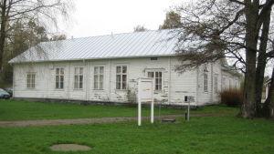 Café Wilhelmsdal och biblioteket i Ingå.