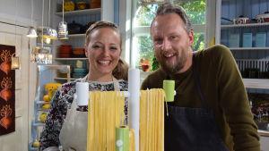 Elin Skagersten-Ström och kocken Anders Samuelsson i Strömsö köket