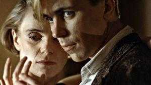 Stina Ekblad ja Pekka Valkeejärvi elokuvassa Suuri illusioni (1985).