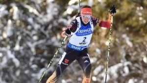 Laura Dahlmeier tog Tysklands första världscupseger i damernas skidskytte för säsongen 2014-2015.