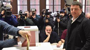 Matteo Renzi röstar i Florens