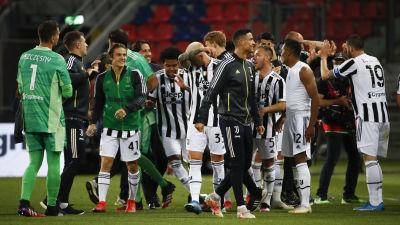 Juventus spelare jublar över fjärdeplatsen i Serie A.