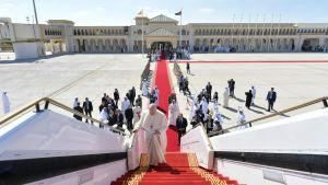 Påven stiger ombord på sitt plan och lämnar Förenade Arabemiraten 5.2.2019